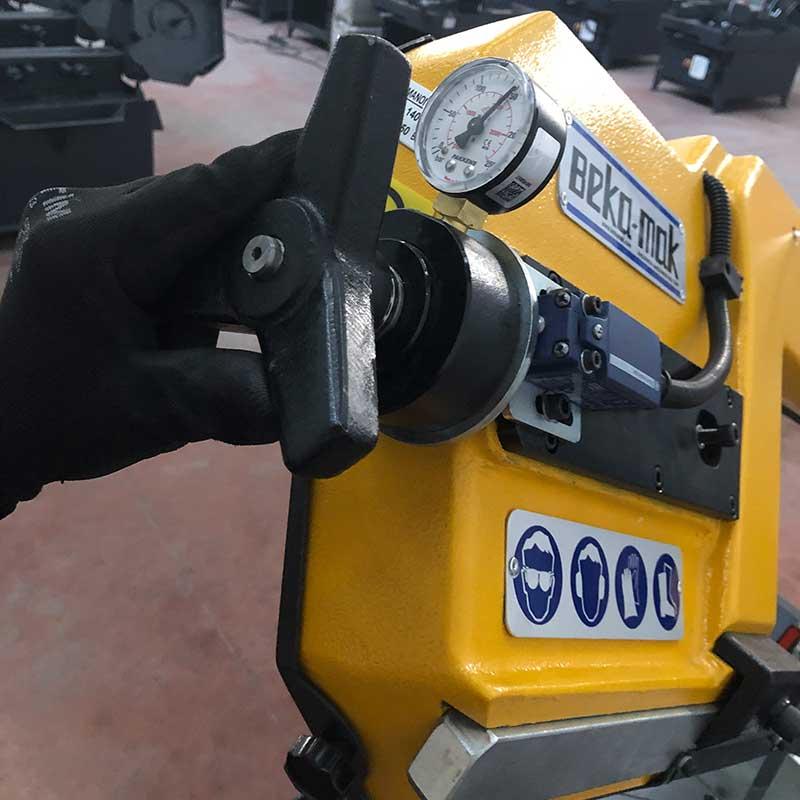 Ленточнопильный станок Beka-Mak BMS 230DG
